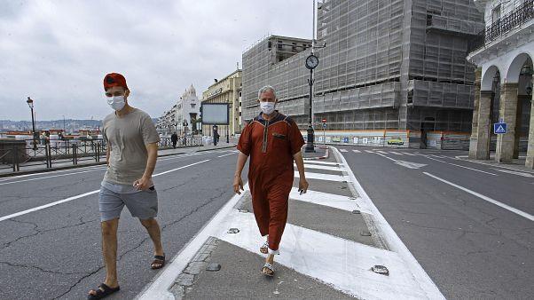 O longo verão dos argelinos residentes em França