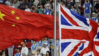 Çin ve İngiltere bayrakları