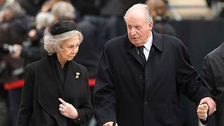 ملك إسبانيا السابق خوان كارلوس رفقة زوجته