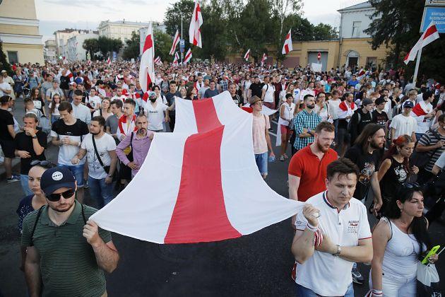 Марш в поддержку политзаключенны и новая волна арестов: что происходит в столице Белоруссии сегодня, 4 октября