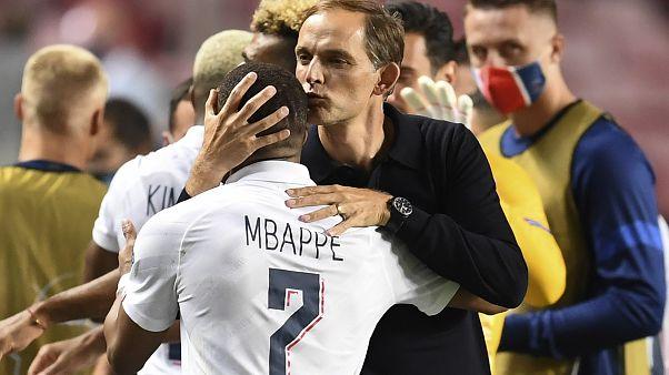 Thomas Tuchel et Kylian Mbappé, le 12 août après la qualification du PSG contre Bergame, à Lisbonne, Portugal