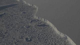 صورة من الجو للجرف الجليدي في القطب الجنوبي (وكالة ناسا)