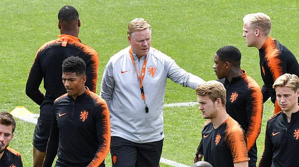 Netherlands coach Ronald Koeman talks to Netherlands' Steven Bergwijn during a training session at their training ground in Braga, Portugal.