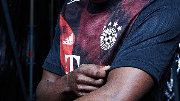Bayern Münih kulübü, ırkçı ifadeler kullanan antrenörünün görevine son verdi.