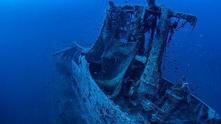 A HMS Perseus roncsa a tisztítás előtt