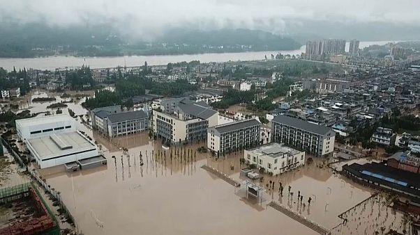 Yüzyılın en büyük sel felaketi Çin'in güneybatısını vurdu