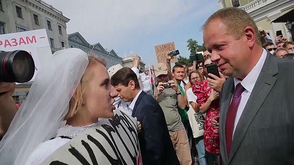 شاهد: إحتجاجات أمام مسرح كوبالوفسكي في مينسك