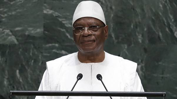 Militares dan un golpe de Estado en Mali y retienen al presidente del país