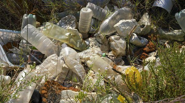 Flotan hasta 200 millones de toneladas de microplástico en el Océano Atlántico, según estudio