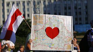 Мирная акция протеста на площади Независимости в Минске