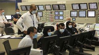 موظفون يعملون داخل منشأة براكة النووية في الإمارات العربية. 2020/08/19