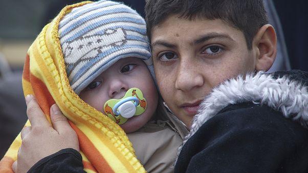 Kísérő nélkül menekülő gyerekek (illusztráció)