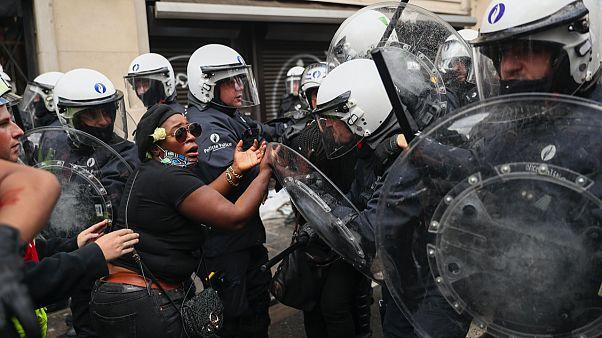 Belçika'nın başkenti Brüksel'de siyahlara uygulanan şiddeti protesto için haziran ayında toplanan göstericiler polisle karşı karşıya geldi