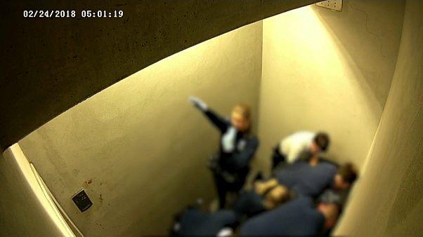 صورة مثيرة للجدل لشرطية بلجيكية تقوم بالتحية النازية
