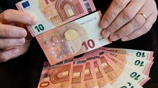 أوراق نقدية من فئة العشرة يورو