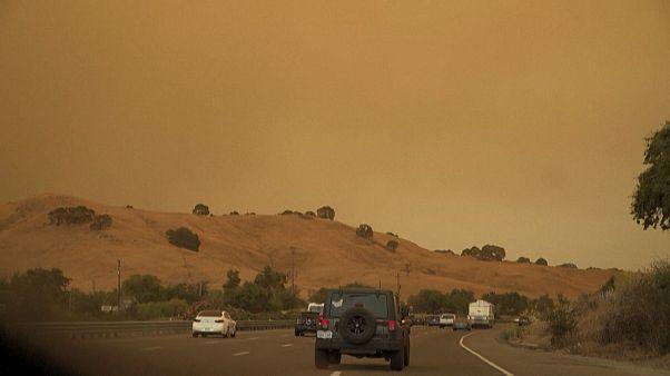 La Californie brûle, des milliers de personnes évacuées