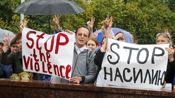Békés tüntetés az elnökválasztás eredménye ellen Fehéroroszországban