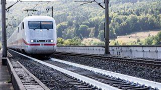 قطار فائق السرعة تابع لشركة السكك الحديدية العامة الألمانية، سبانجنبرغ، 18 سبتمبر 2019