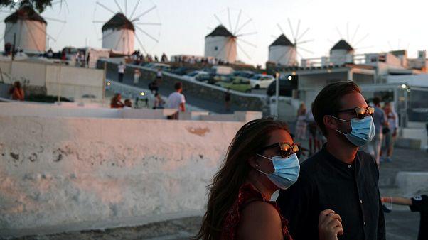 Υποχρεωτική η χρήση μάσκας σε Μύκονο και Χαλκιδική έως τις 31 Αυγούστου