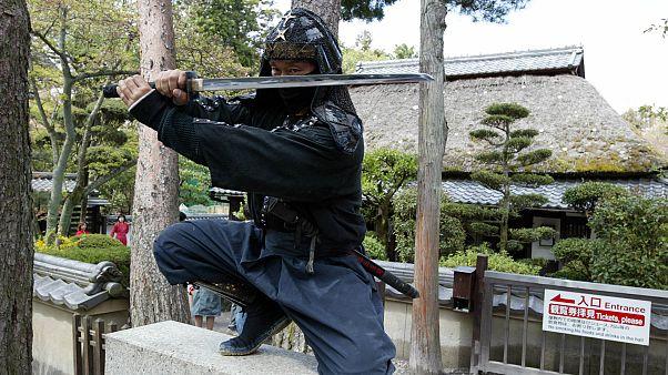 أستاذ فن النينجا كازوكي أوكيتا في المتحف