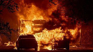 Las llamas consumen un hogar en Vacaville, California, EE.UU., el 19 de agosto de 2020