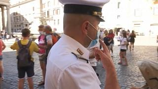 شاهد: الشرطة الإيطالية تحث السكان على احترام قواعد التباعد الاجتماعي مع ارتفاع إصابات كورونا