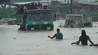 Hochwasser lässt Menschen in Kamerun verzweifeln