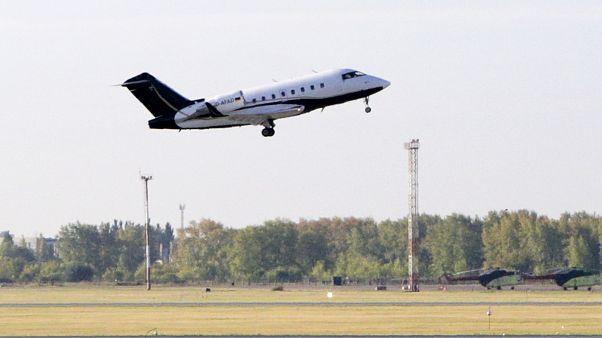 El avión que traslada a Navalny despega desde el aeropuerto de Omsk rumbo a Berlín