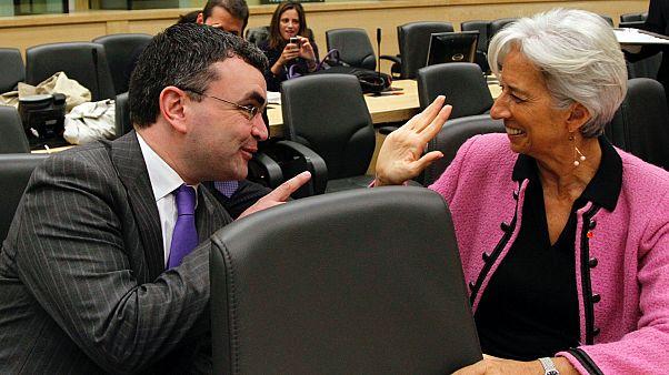 Dara Calleary (b) Christine Lagarde-dal (j) tárgyal egy pénzügyi konferencián, 2010-ben