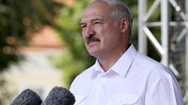 Lukaschenko warnt bei Militär vor Revolution