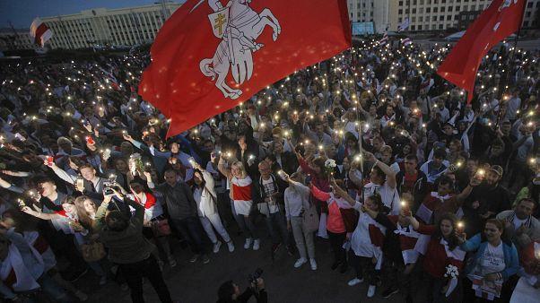Miles de personas piden la celebración de nuevas elecciones en el corazón de Minsk