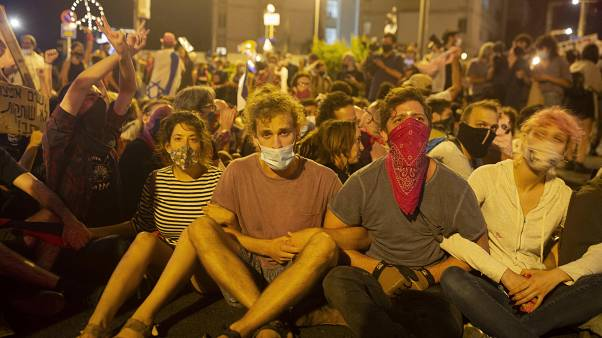 اعتقلت الشرطة نحو ثلاثين متظاهراً أمس