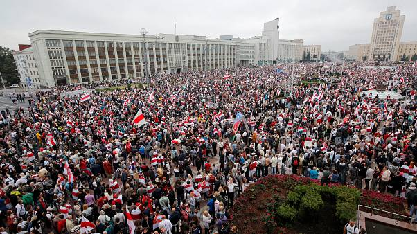 Decenas de miles de personas reclaman en Minsk el fin de la era Lukashenko