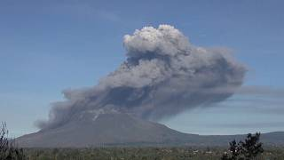 Indonesia Sinabung volcano spews new burst of hot ash