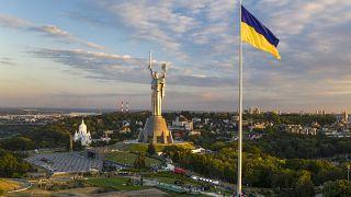 Nationalflagge über Kiew