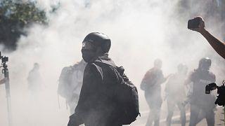 شاهد: متظاهرون من اليمين واليسار يشتبكون في ولاية بورتلاند الأمريكية