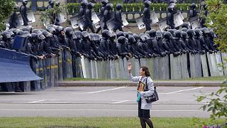 Bielorrusia detiene a tres importantes opositores horas después de la gran manifestación de Minsk