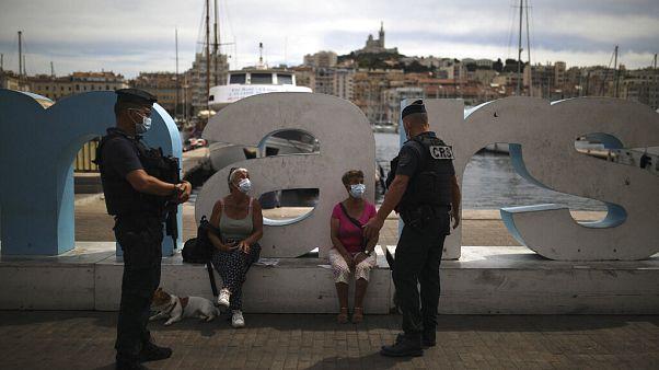 Auch im Urlaub: Polizei setzt Maskenpflicht durch