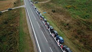 Solidarität mit Belarus: 30 km lange Menschenkette durch Litauen