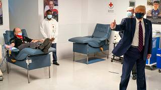 الرئيس دونالد ترامب يزور المرضى الذين يتبرعون بالبلازما في المقر الوطني للصليب الأحمر الأمريكي في واشنطن، 30 يوليو 2020.