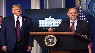 ABD Başkanı Trump ve FDA yetkilisi