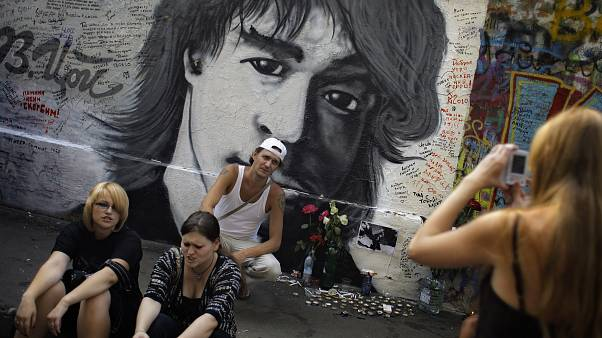 FILE PIC: Fans commemorating their idol, after they marked the 20th anniversary of his death, in downtown Moscow, Aug. 15, 2010.