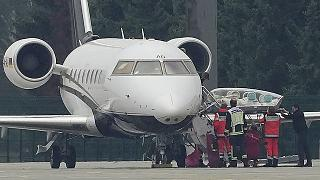 A stretcher is taken from special aircraft with the Kremlin critic Alexei Navalny on board at Tegel Airport in Berlin.