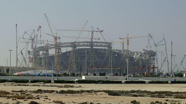 Göçmen işçi haklarını ihlal etmekle suçlanan Katar, FIFA Dünya Kupası 2022 hazırlıkları kapsamında ülkede yeni stadyumlar inşaa ediyor