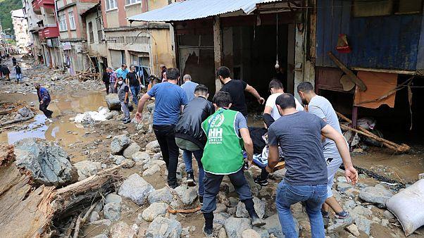 جاری شدن سیل در شمال ترکیه جان ۶ نفر را گرفت
