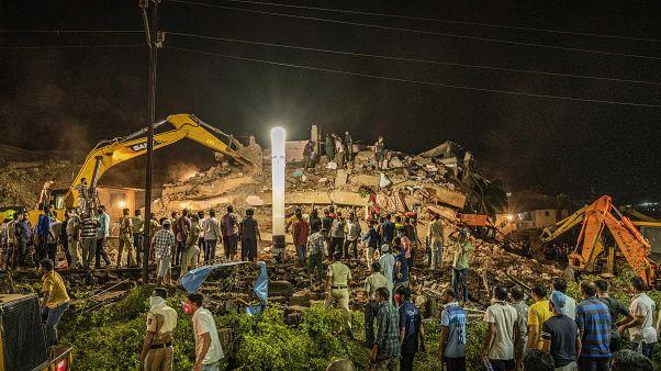 Összedőlt egy épület Indiában, halott is van