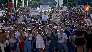 مظاهرات في إسبانا للتنديد بفرض ارتداء الكمامة