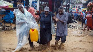 عاصفة استوائية شديدة تضرب هايتي وتزحف نحو كوبا