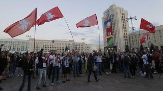 Regierungsgegner am Unabhängigkeitsplatz in Minsk