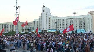 Παραμένουν στους δρόμους οι Λευκορώσοι